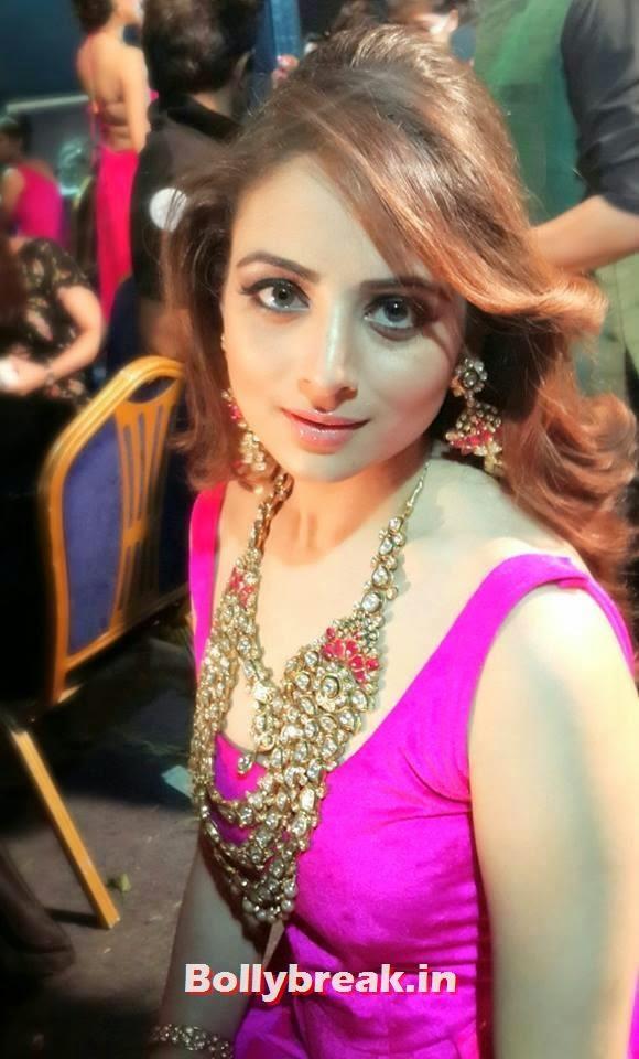 beautiful Zoya Afroz, Zoya Afroz Real Life Pics