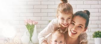 أي من المشاهير الأمهات أنتِ بحسب برجك؟