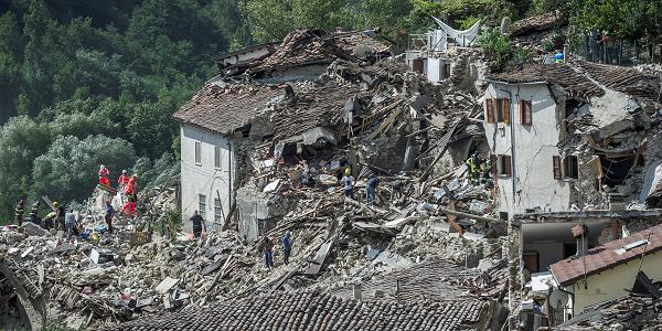 Πρωτοφανής η σεισμική δραστηριότητα στην κεντρική Ιταλία, δηλώνει ο διευθυντής ερευνών του Γεωδυναμικού Ινστιτούτου