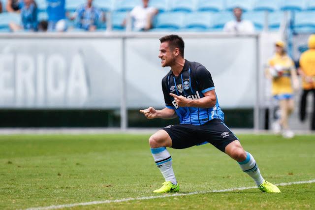 Ramiro marcou um belo gol de calcanhar nos acréscimos do primeiro tempo (foto: Lucas Uebel/Grêmio)