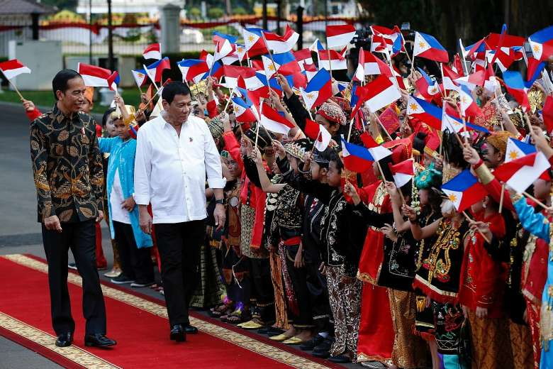 An ecstatic crowd greeted Duterte upon his arrival at the Istana Merdeka with Widodo