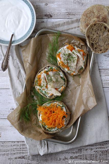 Experimente aus meiner Küche: Vollkorn-Toasties mit Meerrettich-Skyr und Forellenfilets