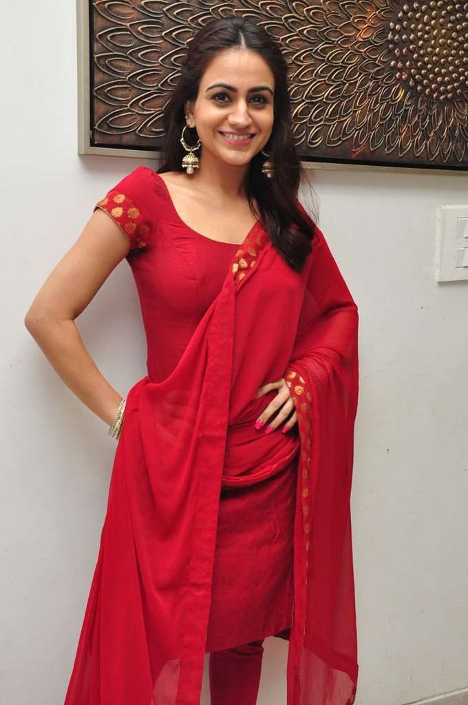 Tollywood Girl Aksha In Red Dress Churidar At Kalamandir Anniversary Celebrations