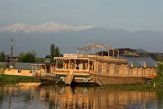 houseboat tours in Kashmir