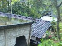 Longsor di Desa Jrakah Sambit, Satu Rumah Rusak dan Jalan Desa Terputus