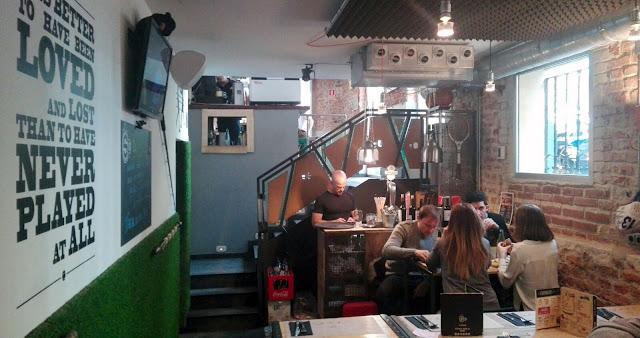 Comedor con pantallas, Bar S10 Tusolovive Madrid