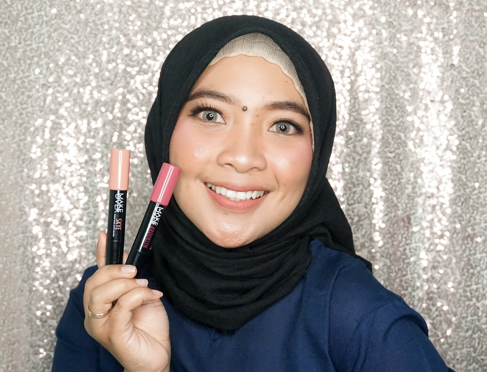 shade Ombre lips Make Over Color Stick Matte SKYE dan BROOKLYN di bibir hitam
