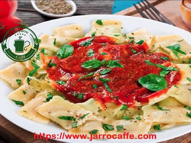 Ravioles con salsa pomarola