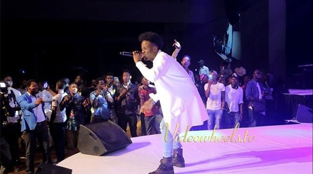 See Koredo Bello's stage outfit at Yaw's Shalanga Concert