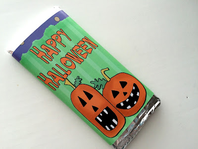 Wish everyone you know a Happy Halloween with this printable candy bar wrapper.  This wrapper fits a 4 ounce Hershey candy bar AND a microwavable popcorn packet, so you can give everyone you know a fun treat this year with no tricks!