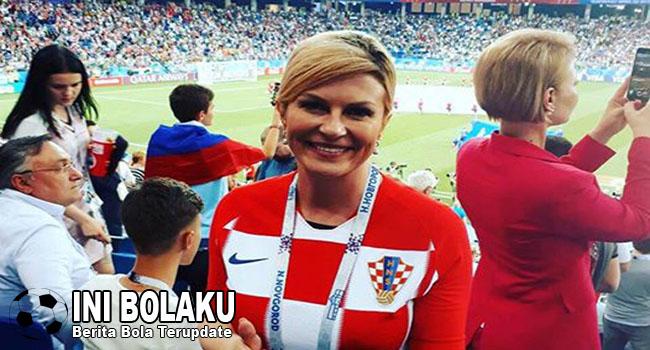 Ini Dia Bukti Bahwa Presiden Cantik Kroasia Sangat Gila Bola