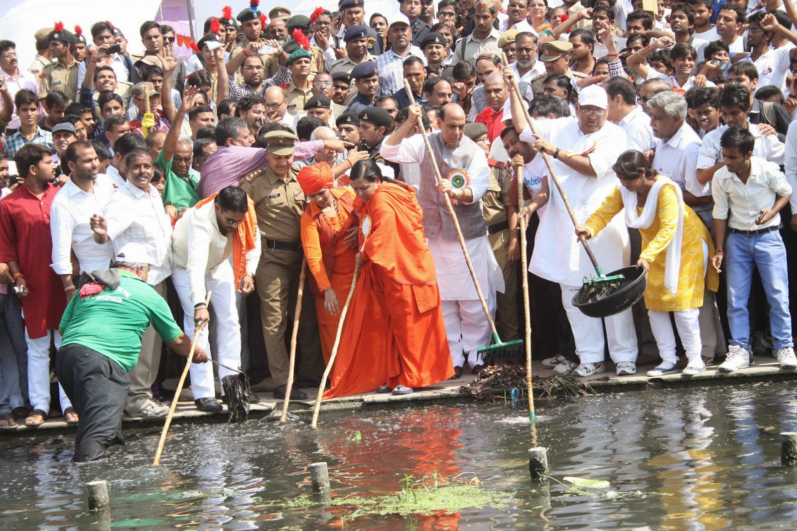 What actually is Swachh Bharat Abhiyan of Modi - Clean