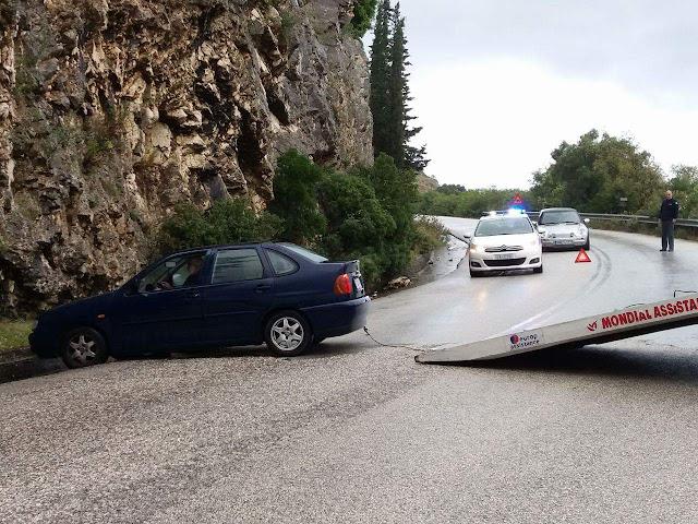 Τροχαίο ατύχημα πριν λίγο στη Γωνιά Ηγουμενίτσας (+ΦΩΤΟ)