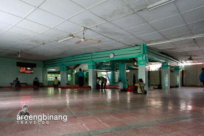 ruangan masjid al-mansyur sawah lio jakarta