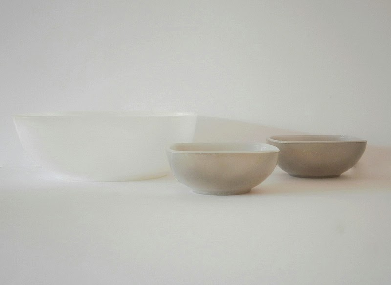 Agee Pyrex white bowl with grey Agee Pyrex ramikins