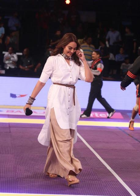 Sonakshi Sinha in Palazzo Pant Fusion Outfit at Kabaddi League Amrapal