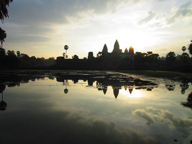 Amanecer en Angkor Wat Camboya