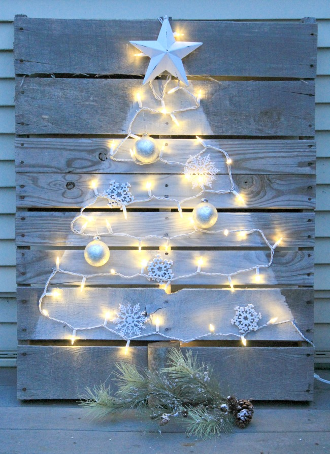 Diy Pallet Christmas Tree With Mini Lights Crafts A La Mode