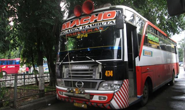 Bus warga baru yang melayani rute subang, pagaden, kp rambutan