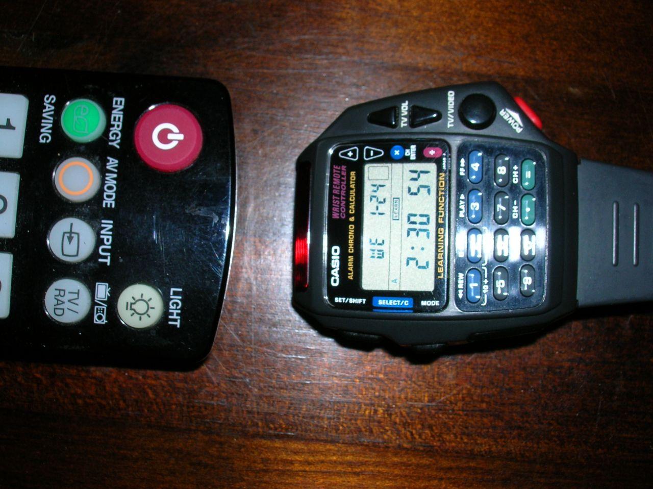 b4c14dc945d6 Ambos modelos funcionan de maravilla gracias a un infrarrojo ubicado en la  parte superior del reloj. Para poder usarlo en televisores hace falta que  ...