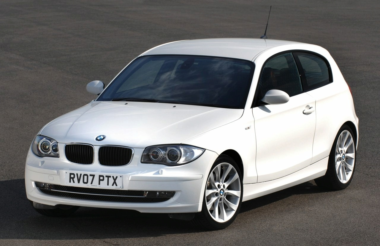 modern cars a review of bmw 118d. Black Bedroom Furniture Sets. Home Design Ideas