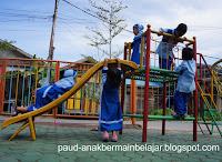 Dunia anak, anak bermain, manfaat bermain, bermain diPAUD, permainan Anak Usia Dini, Permainan anak Outdoor