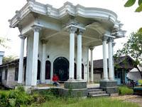 Rumah 'Abunawas' Jadi Viral, Depannya Mewah Bak Istana Bagian Lainnya Malah Seperti Gubuk Derita