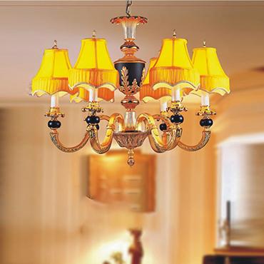 Nâng tầm sang trọng cho không gian phòng khách với đèn chùm đồng