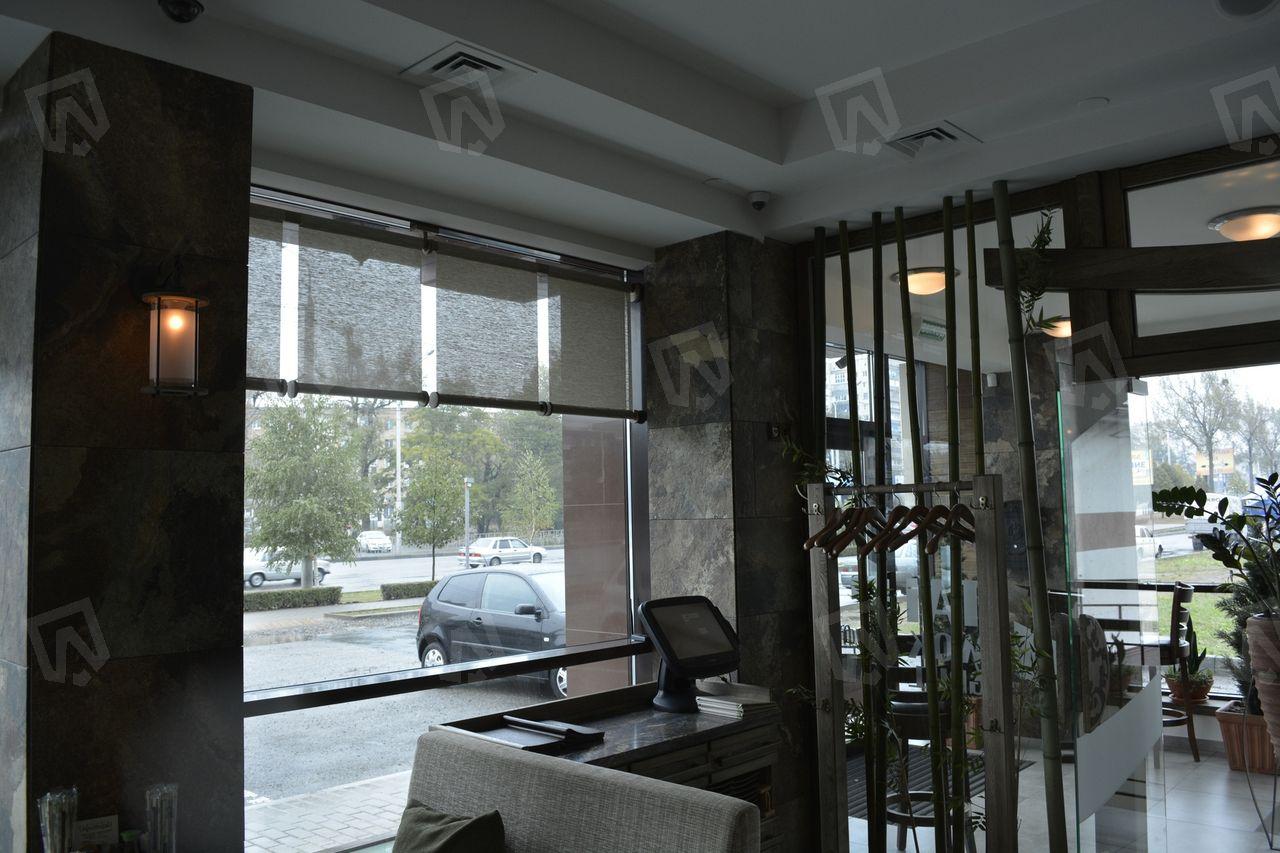Воздуховоды спрятаны за потолочным пространством в коробе