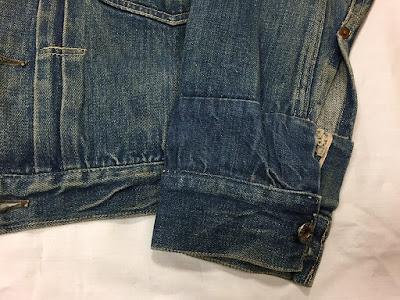 オーナーの体型に合うように袖を長くするためのカスタムが施された1930年代のリーバイス213