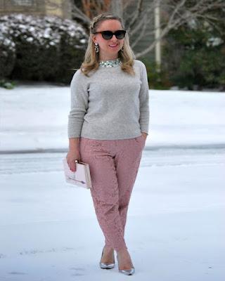 outfit de invierno de moda colores pasteles