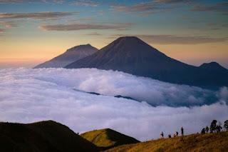 Gunung Sindoro.