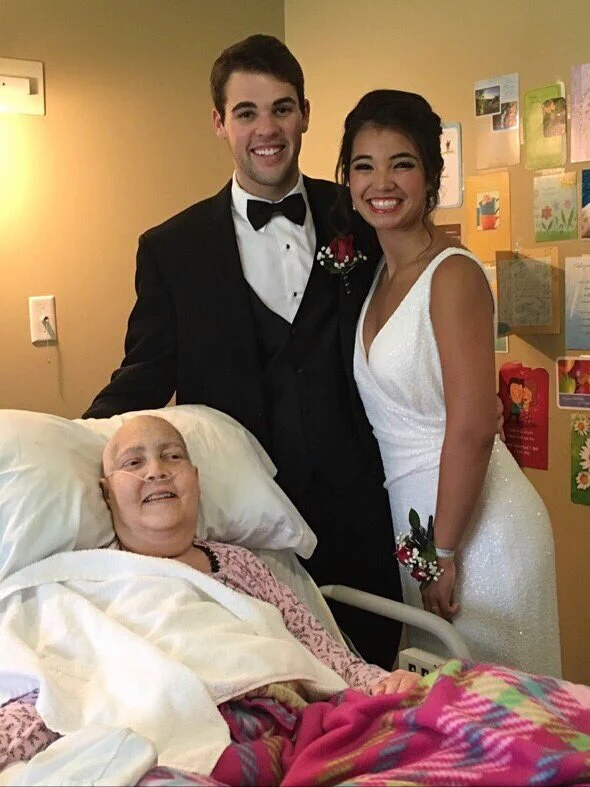 Aww! Teenager visits mum's bedside to take prom pictures since cancer wouldn't let her come