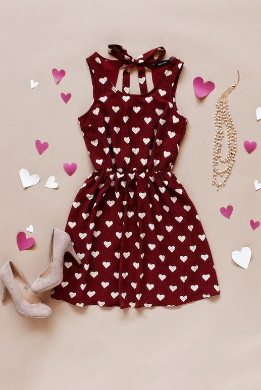 valentines day outfit idea | printed dress + bag + heels