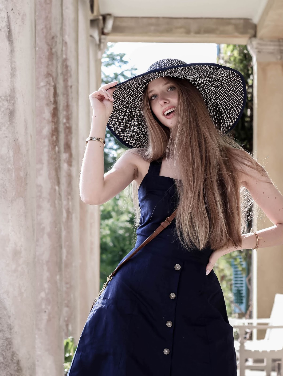 Styling Oversized Hat for Summer British Style