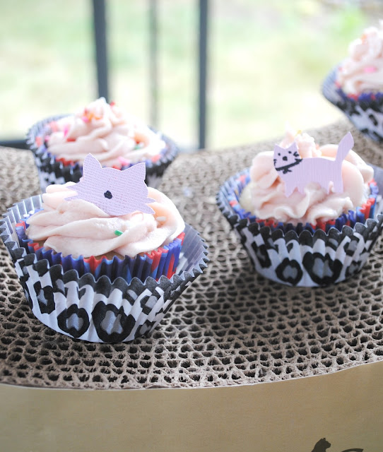 Cat party cupcakes by Fizzy Party