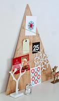albero di natale con triangolo di legno
