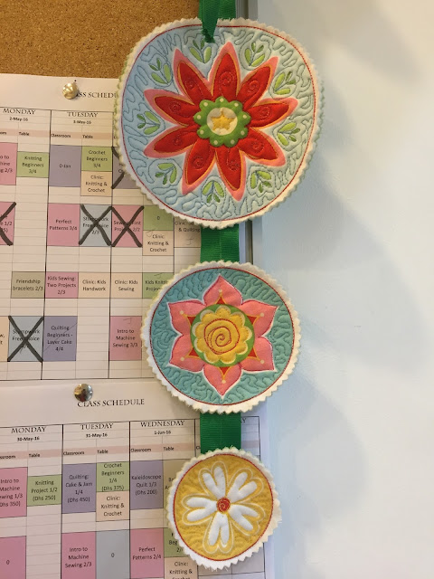 Venture & Roam: Craftland Quilting and Applique Samples, appliques, quilting, flowers, round