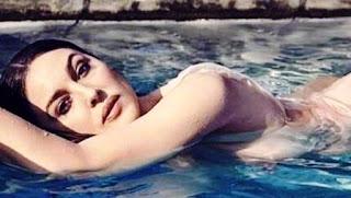 """el sexo se vuelve más reflexivo, tal vez, pero el disfrute es más fuerte"""", relataba Bellucci para la publicación francesa."""