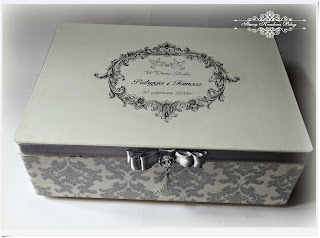 Drewniana skrzynka ślubna w bieli i srebrze – glamour –  Decoupage.