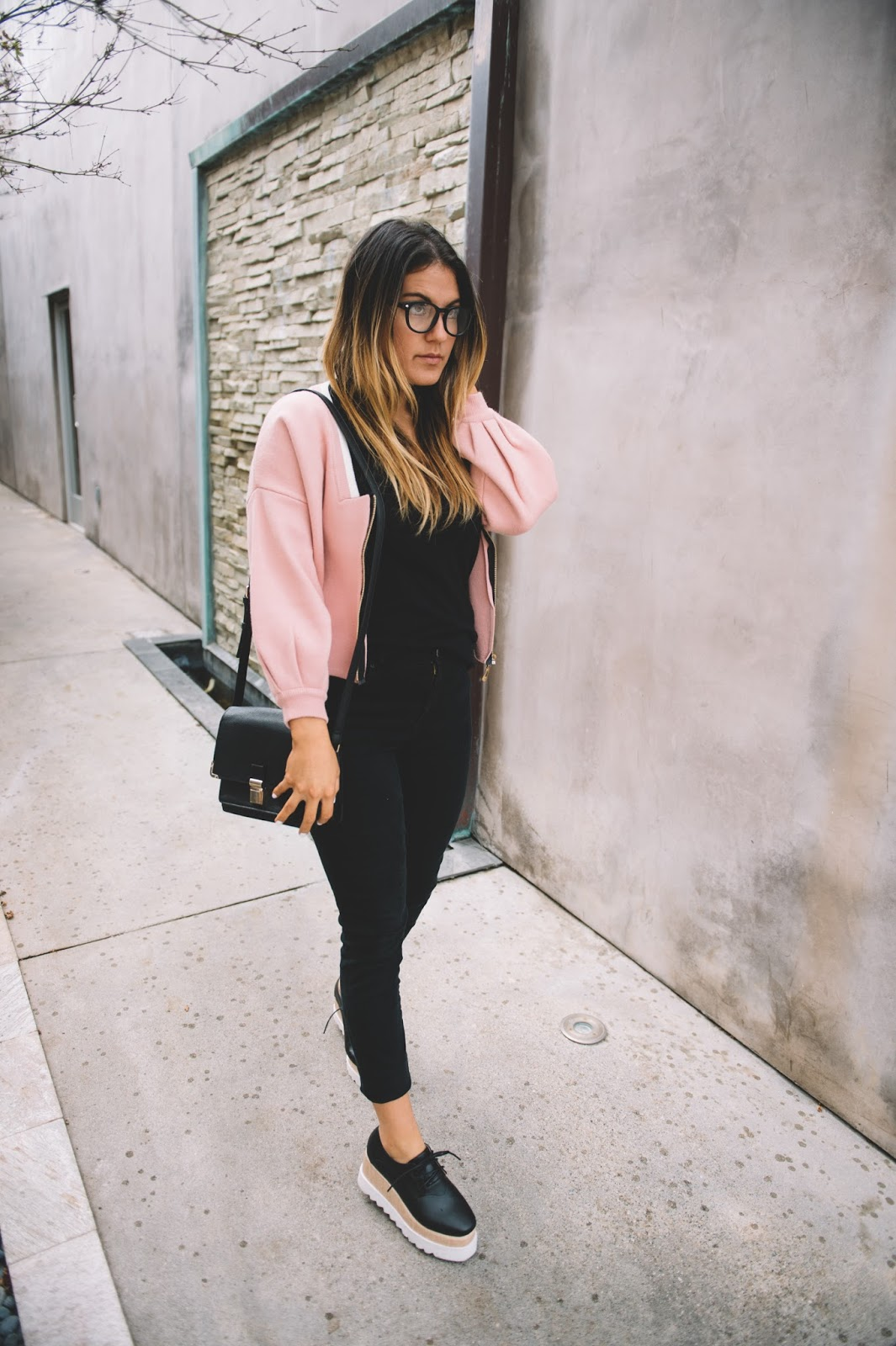 Casual Style Outfit Post -- @taylorwinkelmeyer