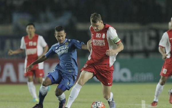 """Lawan PSM Makassar, Persib Bandung akan Matikan """"Pendukung"""" Wiljan Pluim"""