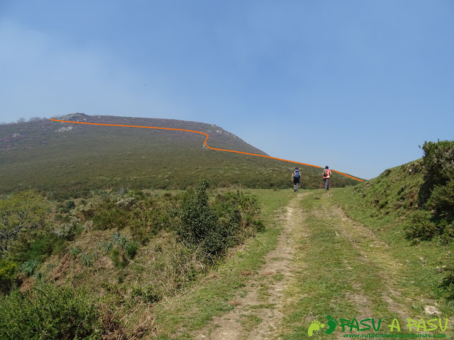 Camino al Pico Cervero desde la Collada la Folgueirosa
