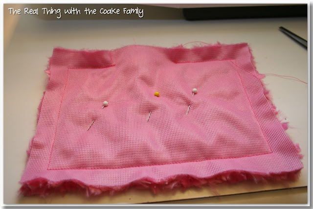 Free American Girl Doll bedding pattern. Sewing pattern very simple and will easily re-size for any doll bed.