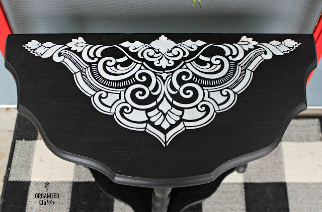 Dixie Belle Paint Vintage Table Upcycle #stencil #dixiebellepaint #vintage #thriftshopmakeover
