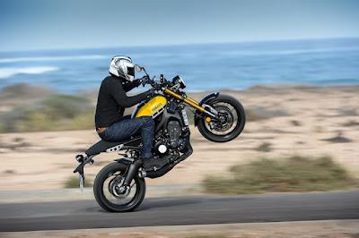 Yamaha XSR900 stunt riding image