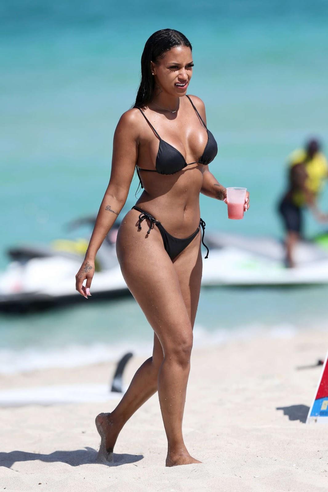 Bikini O Bikini: Fanny Neguesha