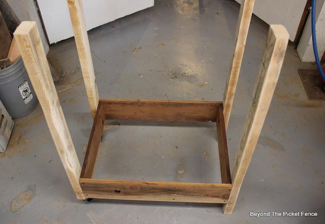 pallet wood, reclaimed wood, bar cart, building, http://goo.gl/vDoqBv