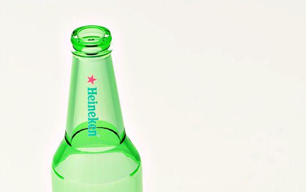 Detalle del cuello y la cabeza de la botella de Heineken diseñada con Solidworks