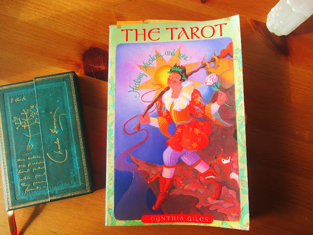 The Tarot, History, Mystery and Lore. Giles, Cynthia